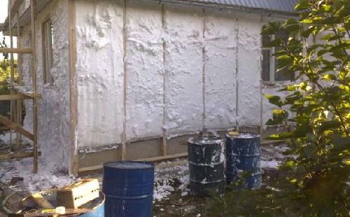 Утепление стен блочного дома жидким пенопластом