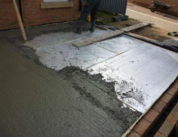 Пример монтажа пенопластовых плит под бетонную стяжку