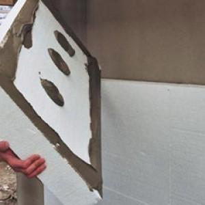 Крепление армированного пенопласта на фасаде здания