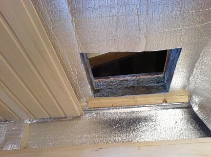 Утепленный Пенофолом потолок в бане с отверстием под печную трубу