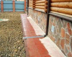 Утепленный стобчатый фундамент деревянного дома