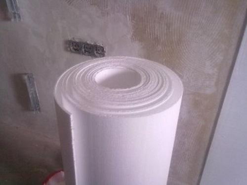 Полифом обладает покрытием из плотной бумаги белого цвета