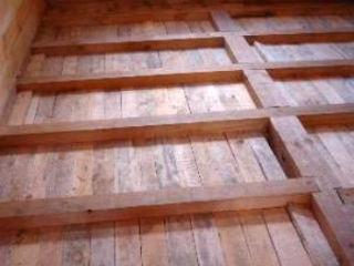 Стандартный каркас из брусков для теплоизоляции деревянного пола