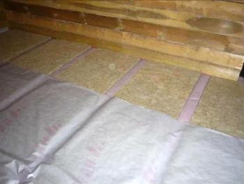 Монтаж второго слоя изоляции поверх минеральных плит