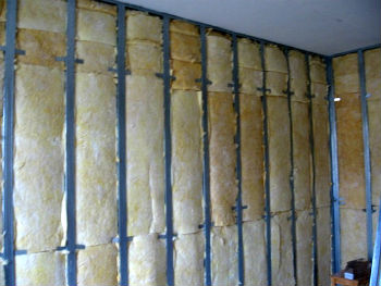 Внутреннее утепление стен минеральной ватой по каркасу