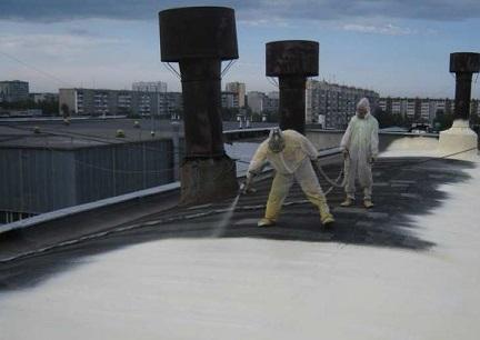 Процесс напыления полиуретана на крышу