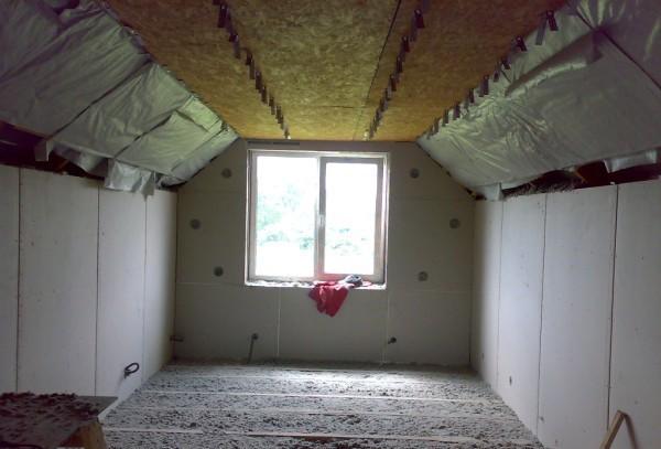Пол - пенный утеплитель, стены - пенопласт, потолок - минвата