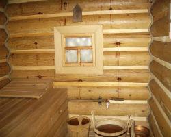 Обычная деревянная баня, что нуждается в утеплении