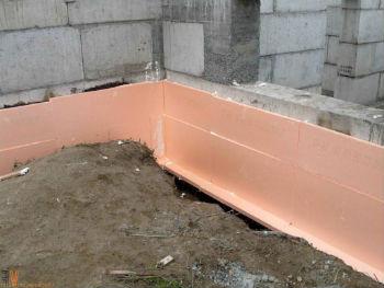 Использование экструдированного пенополистирола для защиты стен фундамента