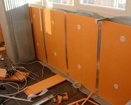 Утепленная с помощью Пеноплекса изнутри балконная перегородка