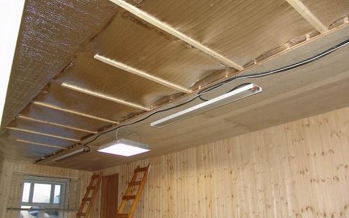 Теплоизоляция потолка фольгированным пенофолом
