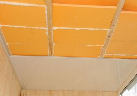 Утепленный с помощью Пеноплекса балконный потолок