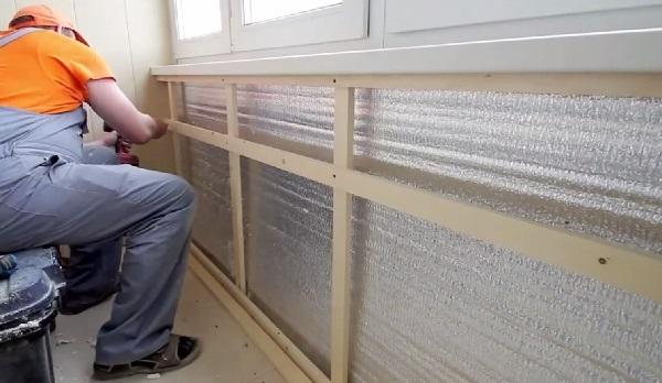 Создание каркаса для обшивки стен балкона