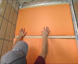 Укладка плит пеноплекса для шумоизоляции стен