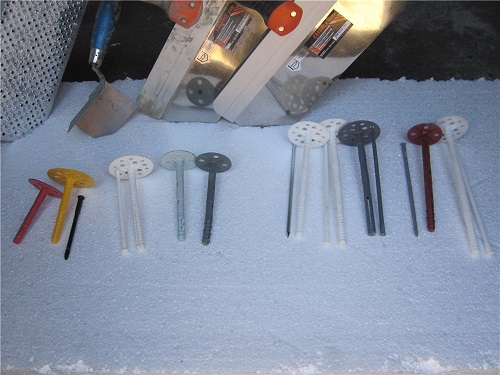 Разные виды дюбелей для теплоизоляции