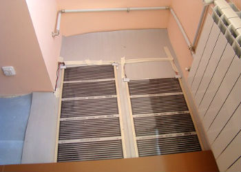 Настил ламината по пленочному полу на балконе