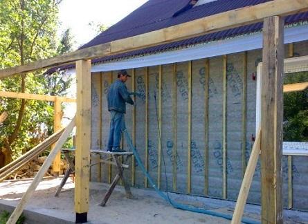Процесс утепления стен бани минеральной ватой снаружи