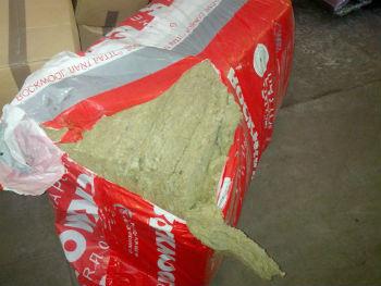 Распаковка базальтового утеплителя Роквул Фасад Баттс