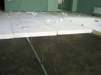 Монтаж пенопластового утеплителя поверх стяжки