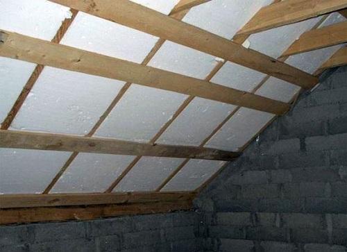 Теплоизоляция потолка мансарды с помощью пенопласта