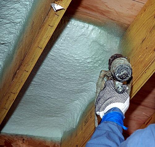 Утепление крыши дома пенополиуретановой пеной