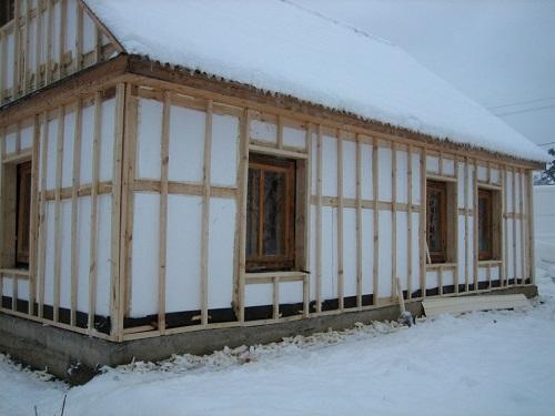 Утепление фасада деревянного дома пенопластом