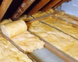 Утепление чердака с помощью минеральной ваты в рулонах