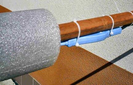 Утепление трубы скорлупой из полиэтилена и греющим кабелем