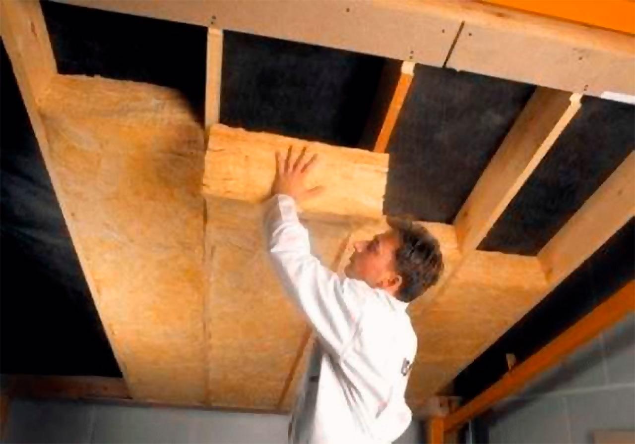 технология утепления потолка в деревянном доме