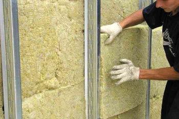 Монтаж минераловатных плит в каркас на стенах