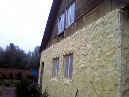 Стена дома, утепленная полиуретаном снаружи