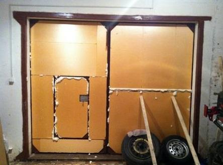 Утепленные изнутри пенополистиролом ворота гаража