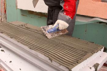 Использование крупных плит пенопласта для утепления стен